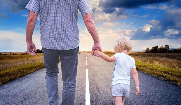 Минтруд предложил разрешить отцам-одиночкам получать маткапитал