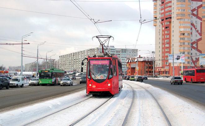 НаСибирском тракте вКазани столкнулись красный автобус итрамвай— есть пострадавшая