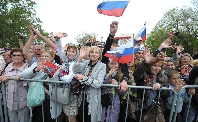 Большая часть россиян незнают, какой праздник отмечаетРФ 12июня