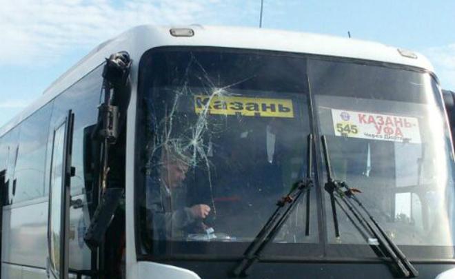 Автобус Казань— Уфа врезался встолб, из-за чего пострадали четверо пассажиров