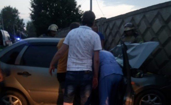 В Татарстане в аварии пострадали три человека, у одного из них сломаны ноги