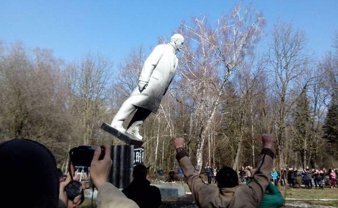 Вгосударстве Украина снесли неменее 1200 монументов Ленину