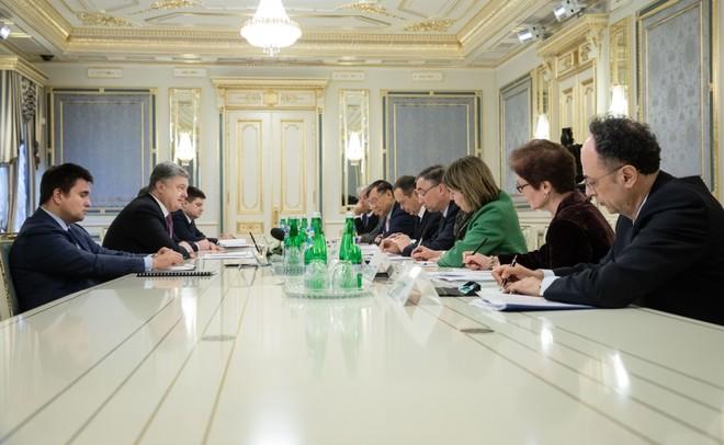 Порошенко обсудил спослами G7 иЕС антироссийские санкции