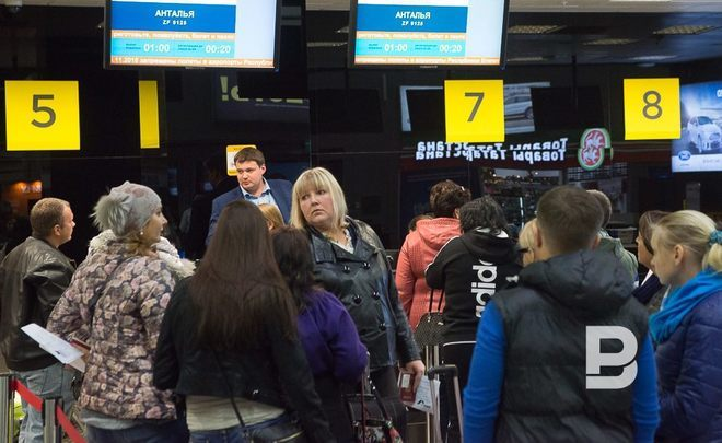 Число выехавших зарубеж туристов изРФ уменьшилось начетверть