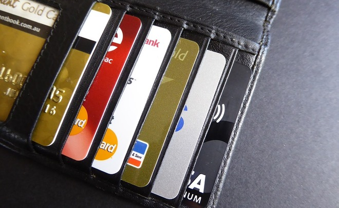 Клиенты банков жалуются намассовые блокировки счетов