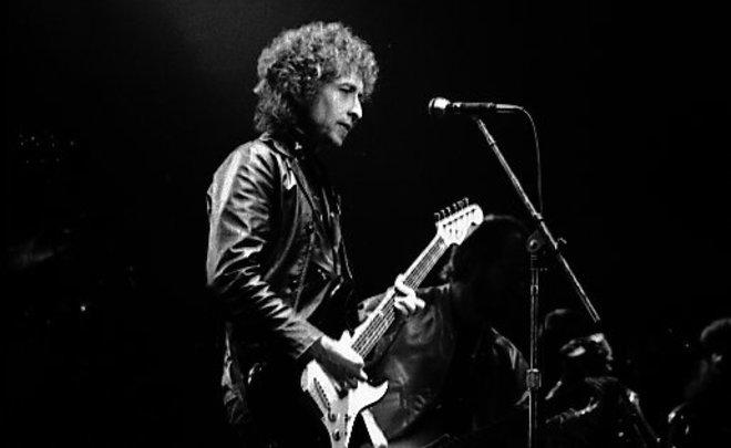 Боб Дилан получил Нобелевские диплом имедаль вСтокгольме