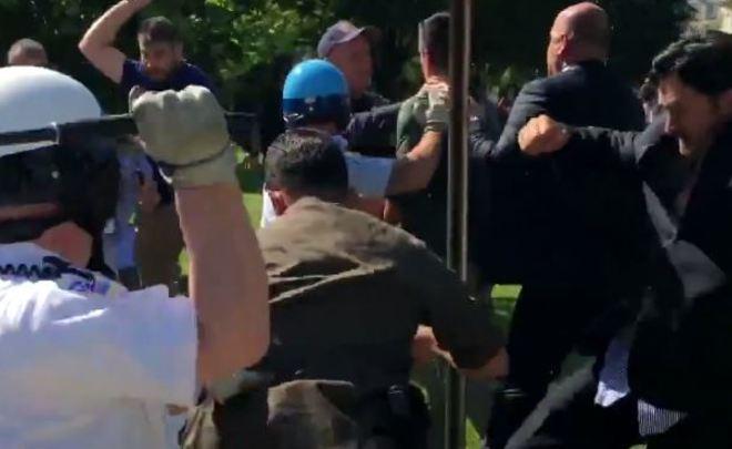 Девять человек пострадали в итоге  столкновений урезиденции посла Турции вСША