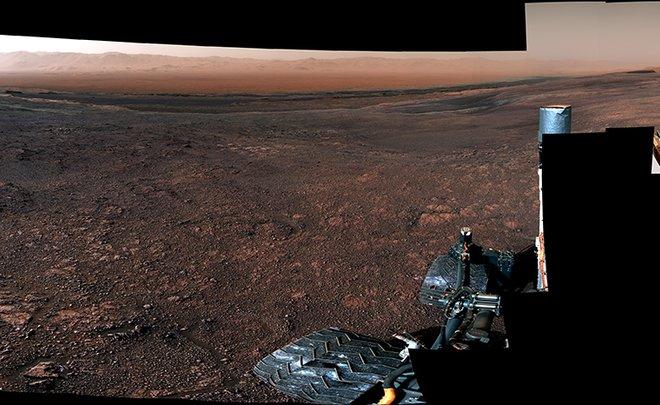 NASA показало сделанную марсоходом панораму Марса