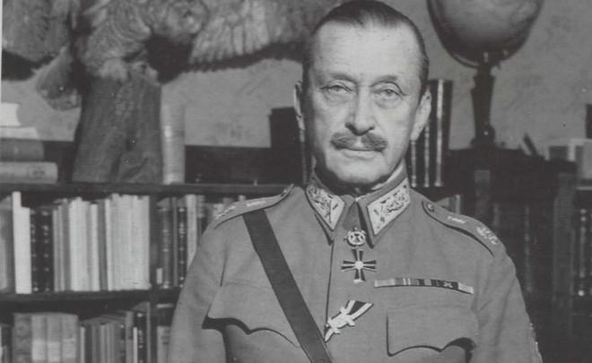 ВПетербурге открыли мемориальную доску Маннергейму