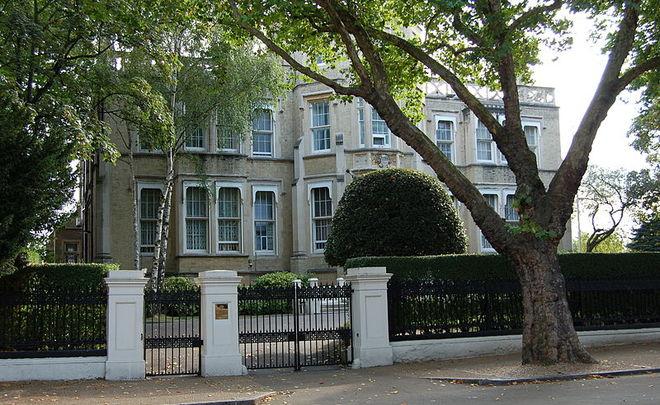Посольство Российской Федерации встолице Англии сюмором указало английскому СМИ наего ошибку