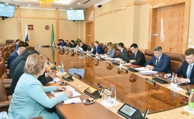Картинки по запросу Минниханов обсудил поддержку КАМАЗа с замминистра финансов РФ Ивановым