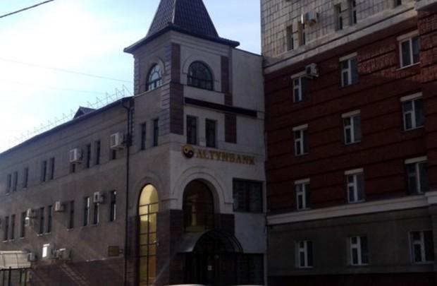 Алтынбанк ввел ограничения наоперации побанковским картам