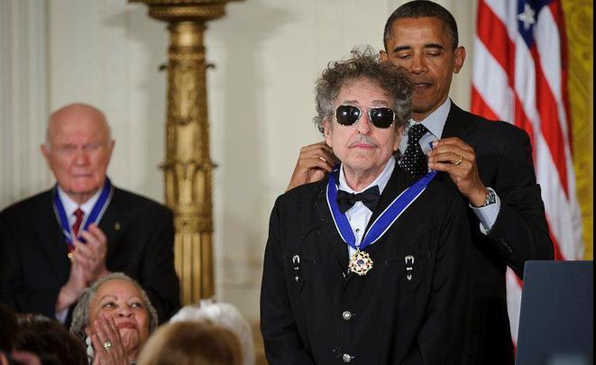 Нобелевский комитет несмог отыскать Боба Дилана