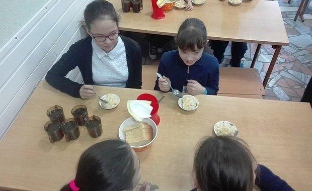 Прокуратура обязала директоров двух школ в Челнах организовать второе питание для учащихся