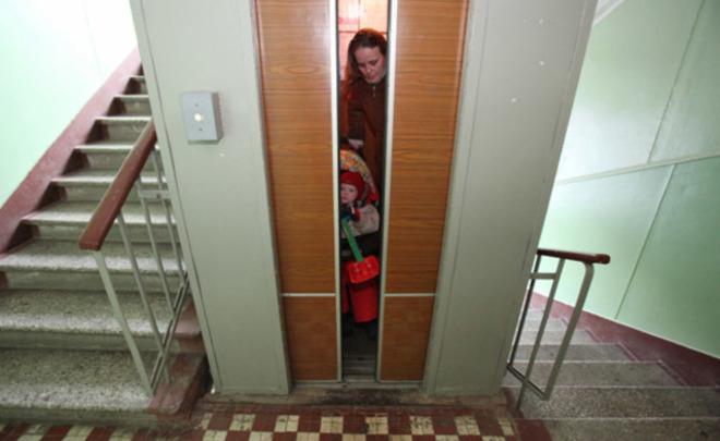 ВКазани вжилом доме сорвалась кабина лифта счеловеком внутри