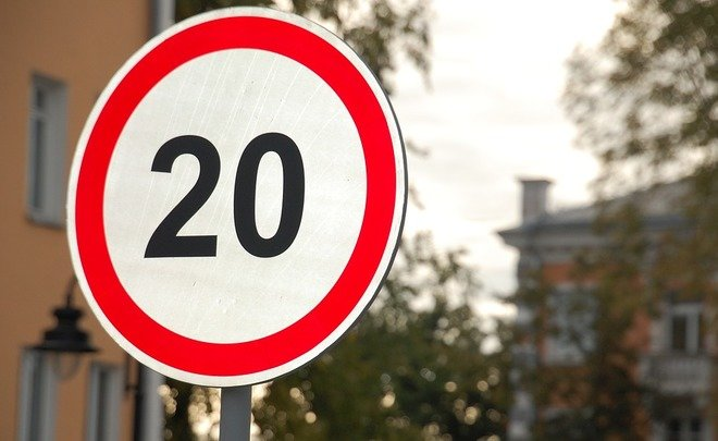 Знаки на русских трассах сами будут менять разрешенную скорость