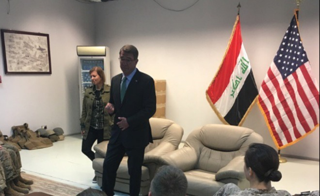 Эштон Картер неожиданно прибыл свизитом натерриторию Ирака