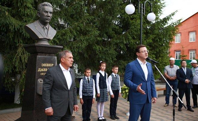 Минниханов и Азаров открыли бюст татарского поэта Энвера Давыдова в Самарской области