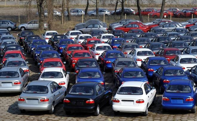 Выпуск легковых авто вконце лета вырос на42%