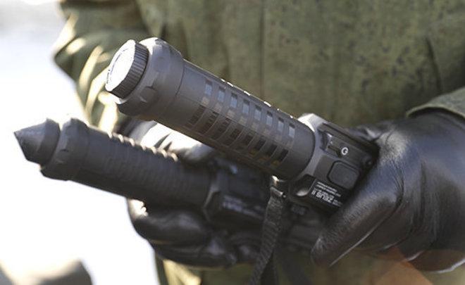 Росгвардию вооружат необычайными дубинками-электрошокерами