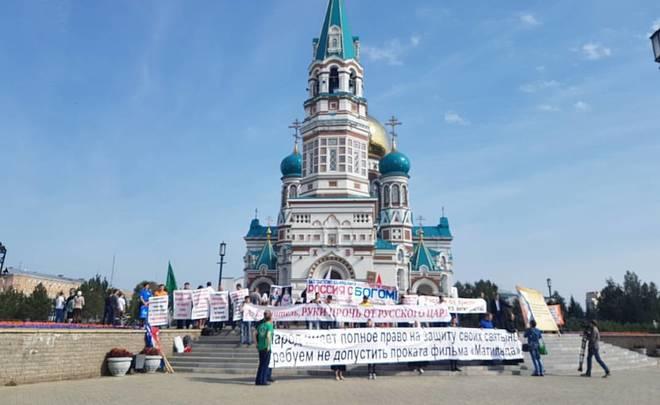 ВОмске начались молитвенные стояния против показа «Матильды»