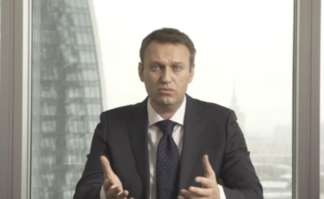 Алексея Навального вКазани невстречали яйцами и североамериканскими флагами