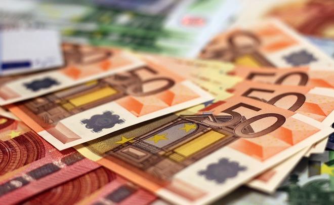 Жители России  снова стали брать кредиты вдолларах иевро