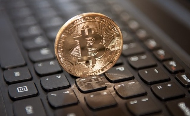 Всети интернет биткоина случилось разделение надве криптовалюты