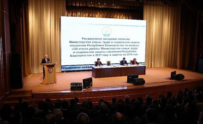 Рустэм Хамитов обеспокоен количеством неполных семей вБашкирии
