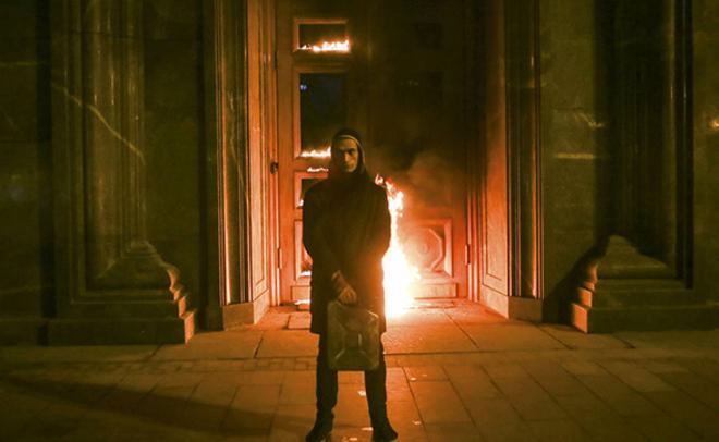Всети интернет появилось видео избиения актёра «Театра.doc» якобы живописцем Павленским