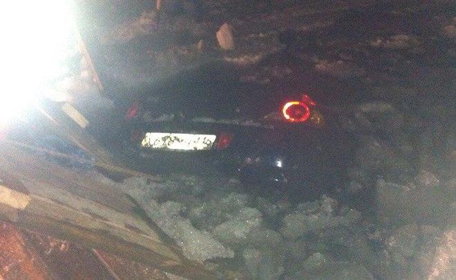ВВерхнем Услоне иностранная машина  на100%  ушла под лед