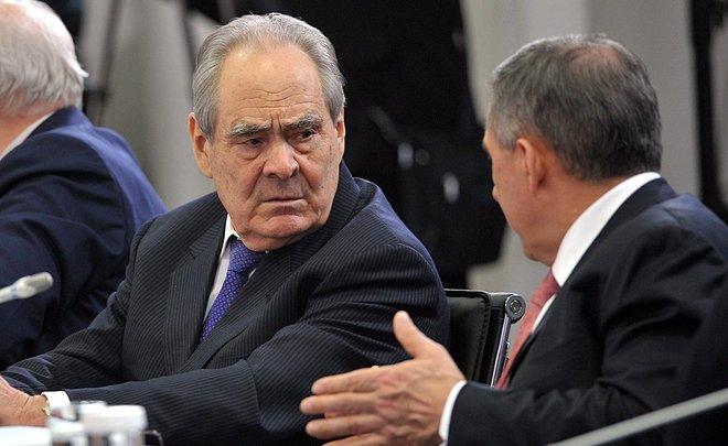 Шаймиев будет просить В. Путина сохранить должность президента вТатарстане
