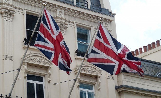 Колонна с английскими дипломатами покинула посольство Российской Федерации