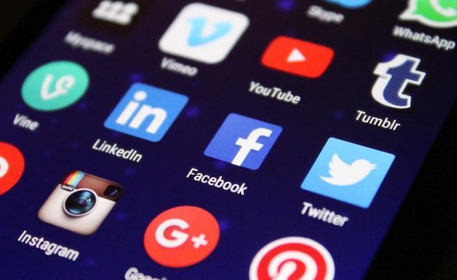 Жители России больше сидят в социальных сетях. специалист: «Это путь кдеградации»