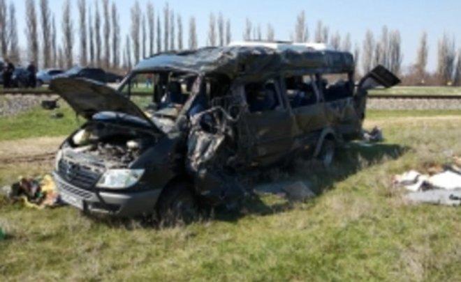 СКвозбудил уголовное дело из-за столкновения электропоезда имикроавтобуса вКрыму