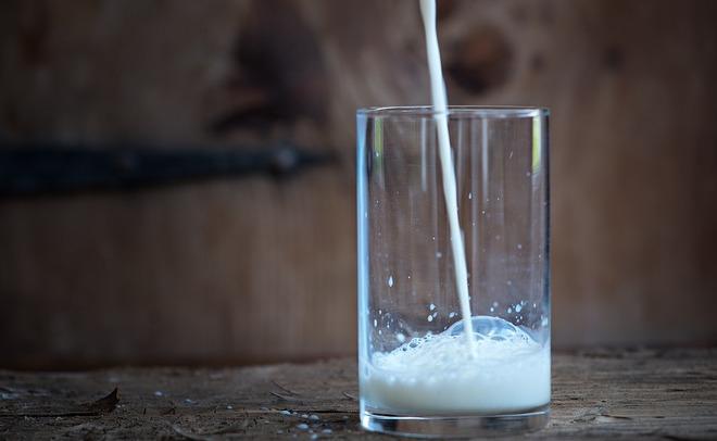 Россельхознадзор назвал необоснованными сомнения разработчиков молока поповоду поднятия цен напродукцию