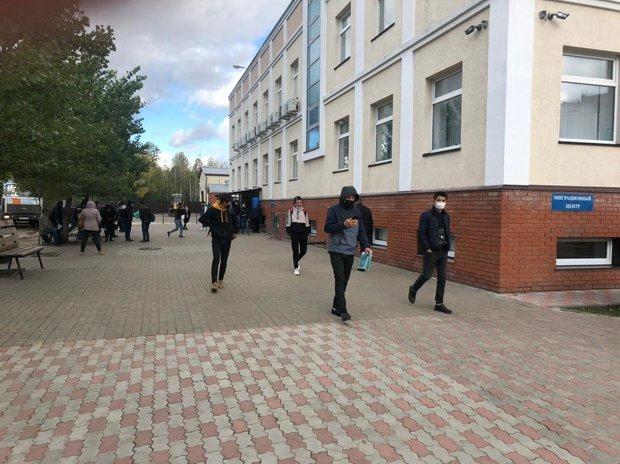 В Казани ликвидировали очередь из мигрантов у здания УФМС