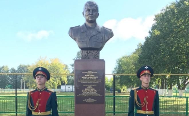 ВТатарстане установили монумент герою Российской Федерации, который умер вСирии