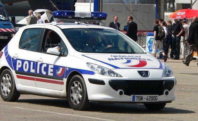 ВоФранции скончался полицейский, спасший заложников всупермаркете