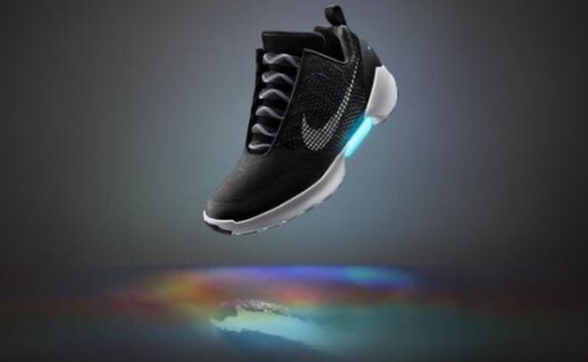 Стартовали продажи самозашнуровывающихся кроссовок Nike