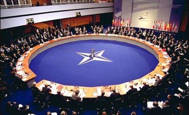 Кандидат впрезиденты Франции предложил сделать альтернативу НАТО