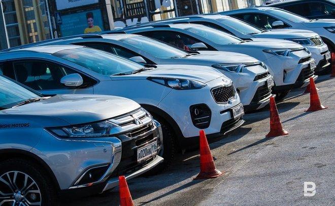 Доля «кредитных» авто опустилась ниже 50%