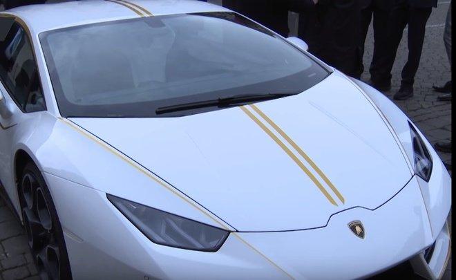 Папа Римский продал суперкар Lamborghini за700 тысяч евро