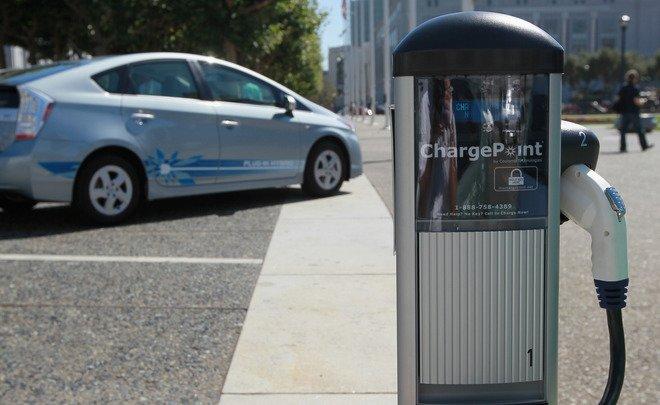 В государственной думе  рассматривают предложение обосвобождении электромобилей от налогового сбора натранспорт