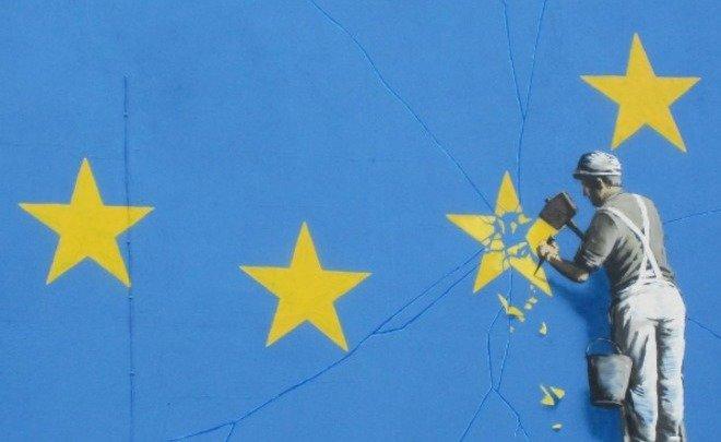 ВСоединенном Королевстве  закрасили приуроченные к  Brexit граффити Бэнкси