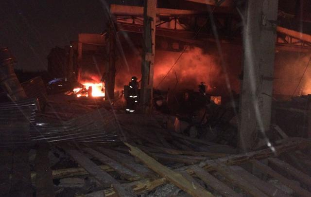 Трое погибли впожаре вцехе попроизводству пластиковых изделий вНижнекамске