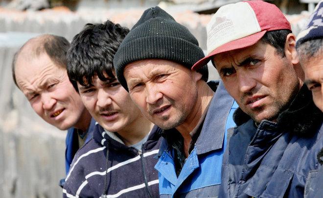 Тысячам таджикских мигрантов простят нарушения иразрешат заезд в РФ